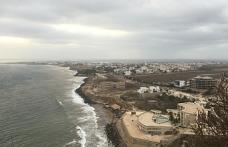 Dakar'da göçmen teknesi karaya vurdu
