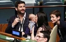 Yeni Zelanda Başbakanı BM zirvesinde de bebeğinden ayrılmadı