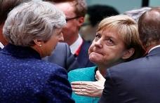 Merkel'den karamsar Brexit açıklaması