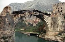 Mostar Köprüsü 27 yıl önce bombalanmıştı