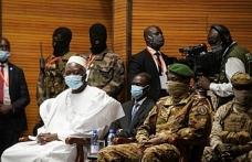 Mali'de geçiş sürecinin cumhurbaşkanı ve yardımcısı yemin etti