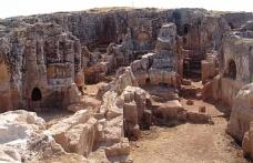 Perre Antik Kenti sınırlarındaki 12 ev yıkılıyor
