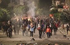 Tunus'ta kutlama ve protesto yan yana