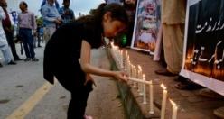 Pakistan halkı mum ışığında nöbet tutuyor