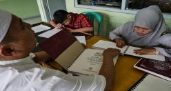 Endonezya'da görme engelliler için Kur'an-ı Kerim basıldı