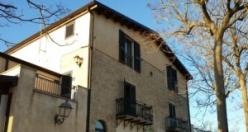 İtalya'nın Mussomeli kentinde yazlık evler 1 euro