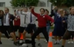 Yeni Zelanda'da, yerli Maori gençleri geleneksel Haka dansı ile birlik mesajı verdi