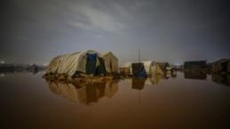 İdlib'de şiddetli yağmurlar kampları vurdu