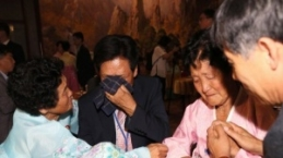 Kore'nin parçalanmış aileleri yıllar sonra bir araya geldi