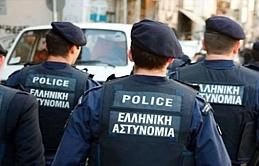 Yunanistan'da 4 Türk'e gözaltı