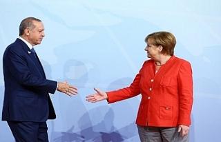 Almanya: Seçilmiş kişiye uygun davranılmalı