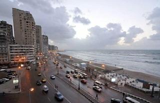 Mısır'da halk plaja indi vatandaş denize giremez...