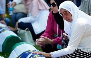 Srebrenitsa'daki soykırımın kurbanları anıldı