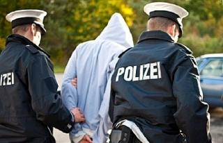 Almanya'da Türk anne ve çocuğunu tehdit eden...