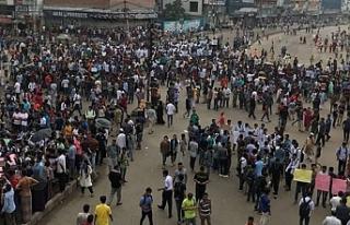 Bangladeş'te öğrencilere sert müdahale