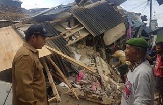 Endonezya depreminde hayatını kaybedenlerin sayısı...