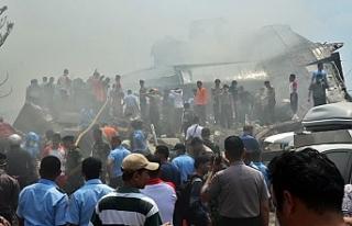 Endonezya'da dün kaybolan uçağın enkazına ulaşıldı