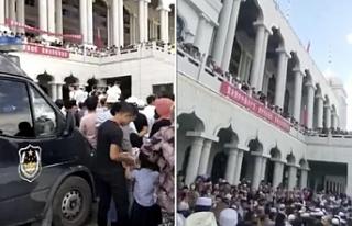 Hui Müslümanları Cuma namazını yıkımı istenen...