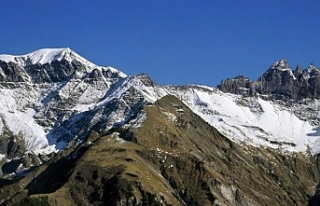 Alp Dağları'na antika uçak düştü