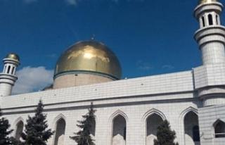 Kazakistan'da camiler yıkım tehdidiyle karşı...