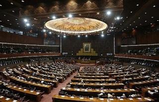 Pakistan'da partilerin meclisteki sandalye sayıları...