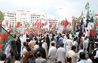 Pakistan'da seçim sonuçlarına tepkiler sürüyor