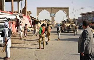 Taliban'dan askeri üsse saldırı: 38 ölü
