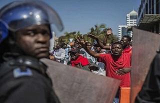 Zimbabve'de ordu sokağa indi, kalabalığa ateş...