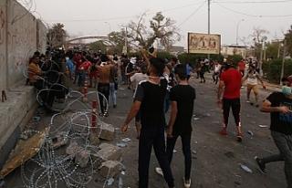 Basra'da göstericiler İran Başkonsolosluğunu...
