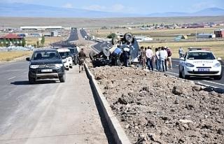 Kars'ta zırhlı polis aracı devrildi: 2 yaralı