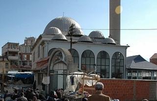 Kosova'da polislere cami ve kilise savunuldu