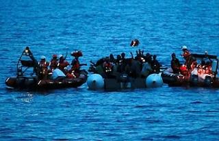Libya açıklarında göçmen teknesi battı: 100...