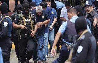 Nikaragua'da aileler gözaltındaki yakınları...