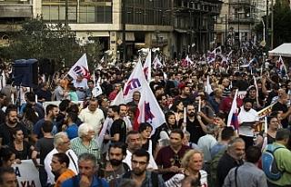 """Yunanistan'da halk """"kemer sıkmaktan""""..."""