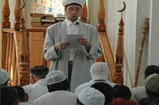 Camilerde Tatarca tartışması sürüyor
