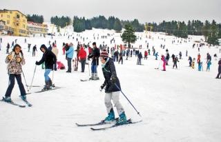 Yüksekova'da kayakçılar için Kamp Eğitim Merkezi...