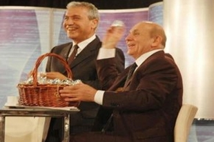Burhan Kuzu öğrencilere yumurta attı!