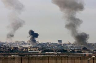 Netanyahu tehdit etti, İsrail Gazze'yi bombaladı