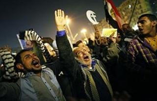 Mısırlı göstericilerin çadırlarına molotof