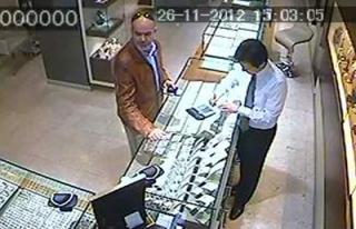 Sahte 'savcı, bankacı' dolandırıcı yakalandı