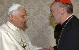 Yeni Papa Francis'ten eski papaya telefon