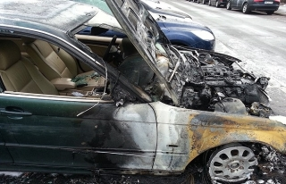Denizli'de park halindeki araçlar kundaklandı