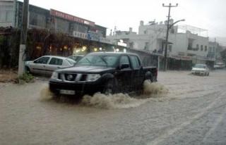 Bodrum'da sağanak yağış sele neden oldu
