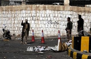 Husiler Yemen Savunma Bakanının evini kuşattı