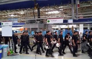 İşçileri greve giden fabrika polis çağırdı