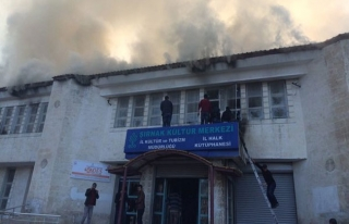 Şırnak'ta kültür merkezi ateşe verildi