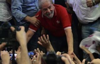 Brezilya'da muhalefet milletvekillerinden Lula da...