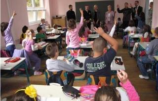 Balkanlarda okul zili çaldı