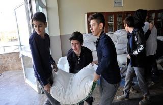 Lise öğrencilerinden Halep'e beş ton un
