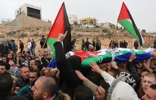 İşgal güçlerinin katlettiği Filistinlinin cenazesi...